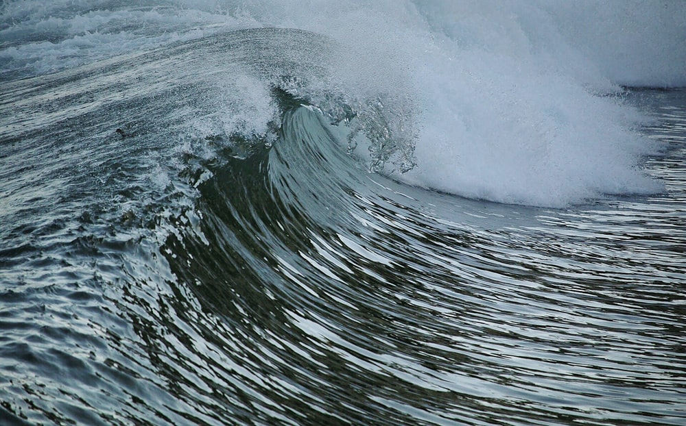 water waves in close up photography
