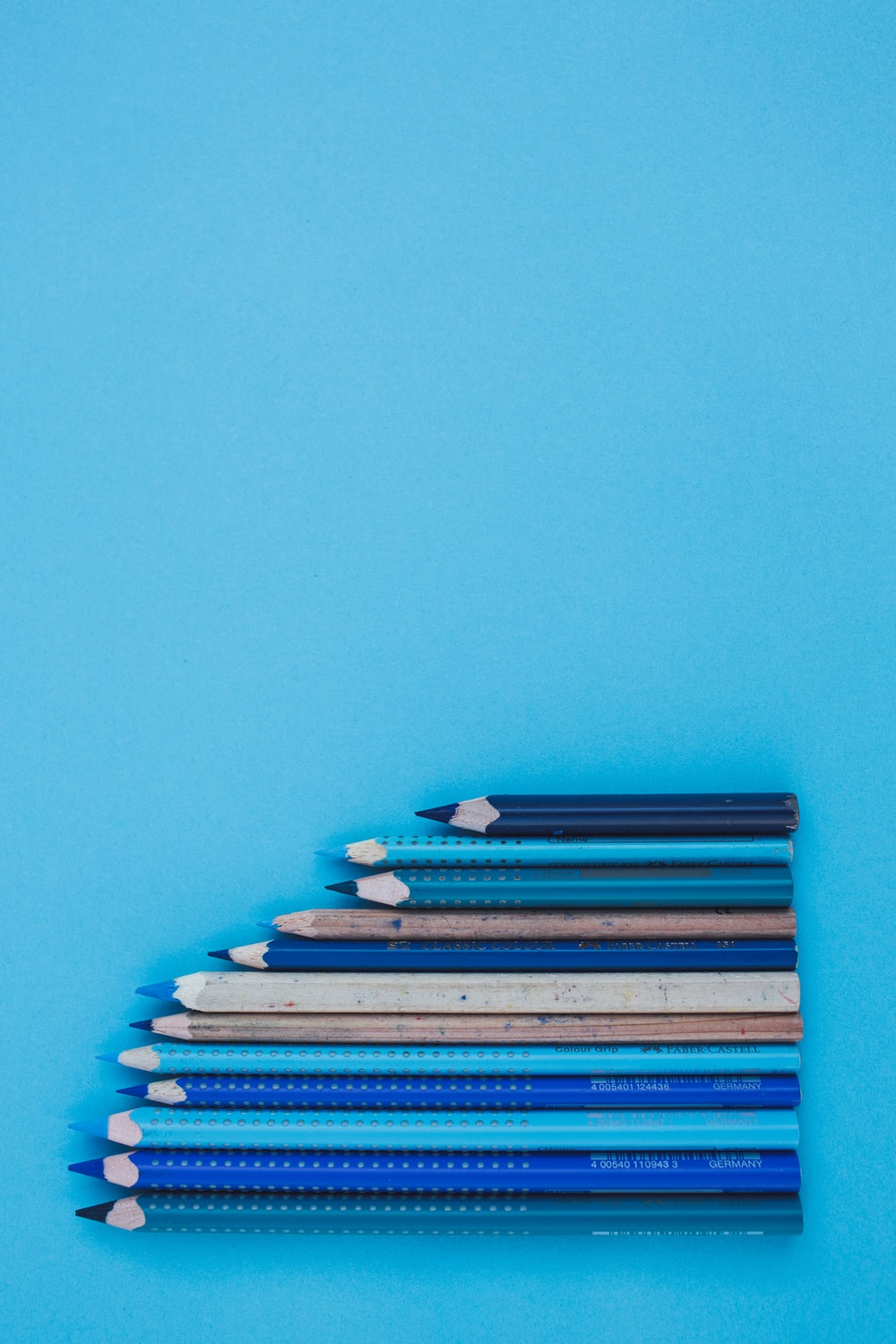 blue and white coloring pencils