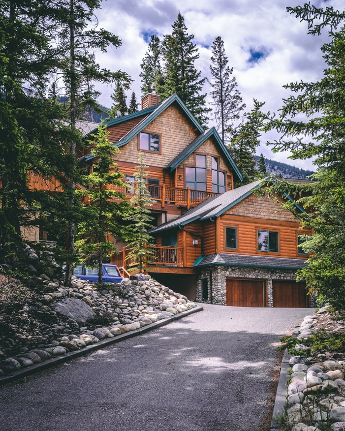 log cabin in the mountains surrounded by trees