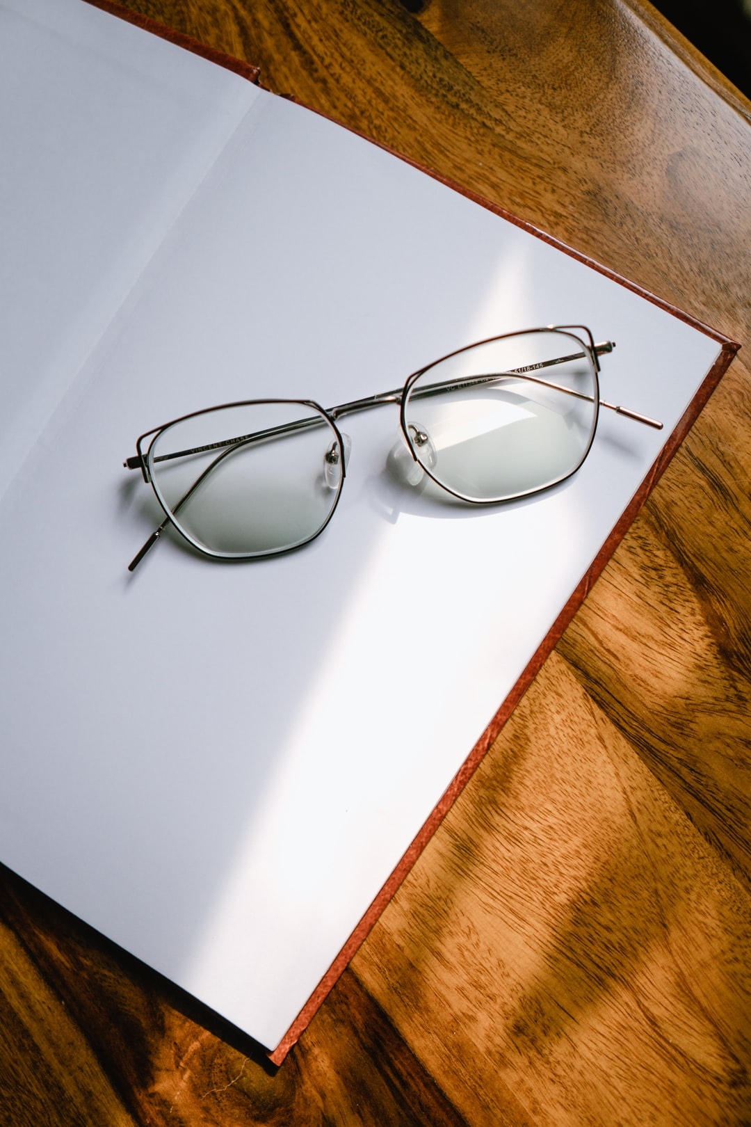 How to Look Younger by Wearing the Right Eyeglasses