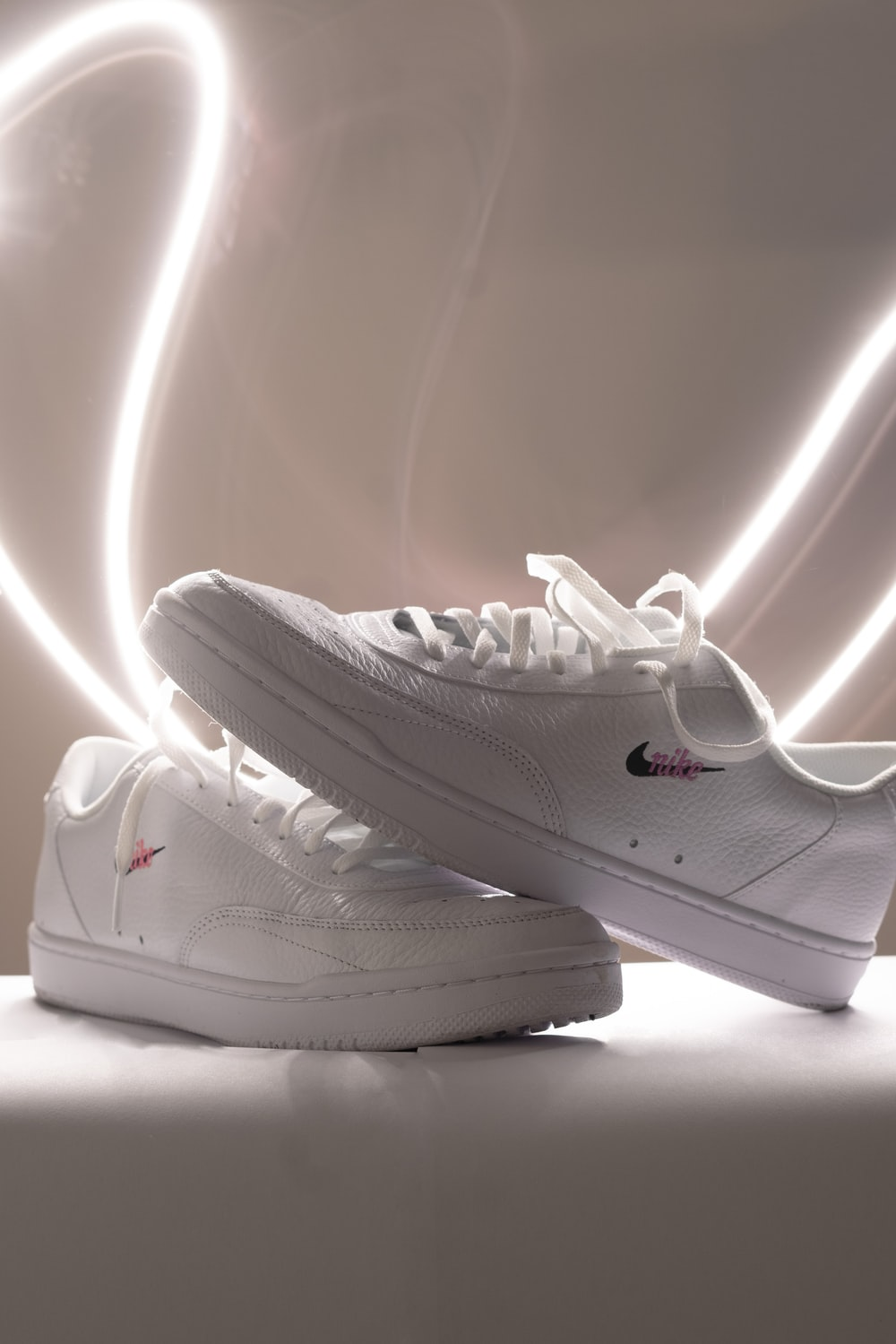 white nike air force 1 low