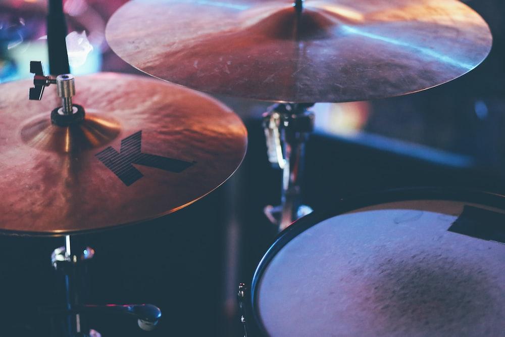 black and brown drum set