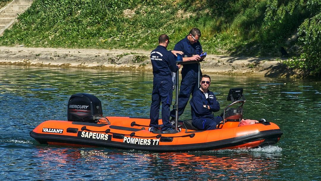 Pompiers en exercice sur la Marne pendant la période de confinement.