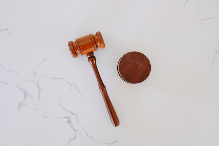 Marteau de juge.   Photo : Unsplash