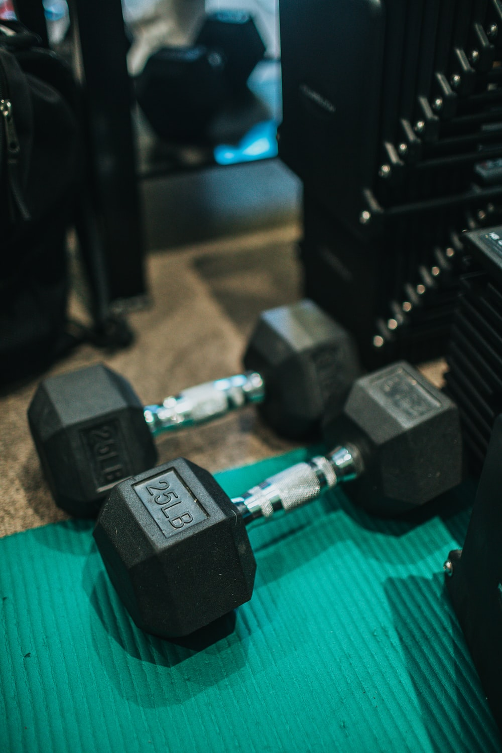 2 black and gray dumbbells