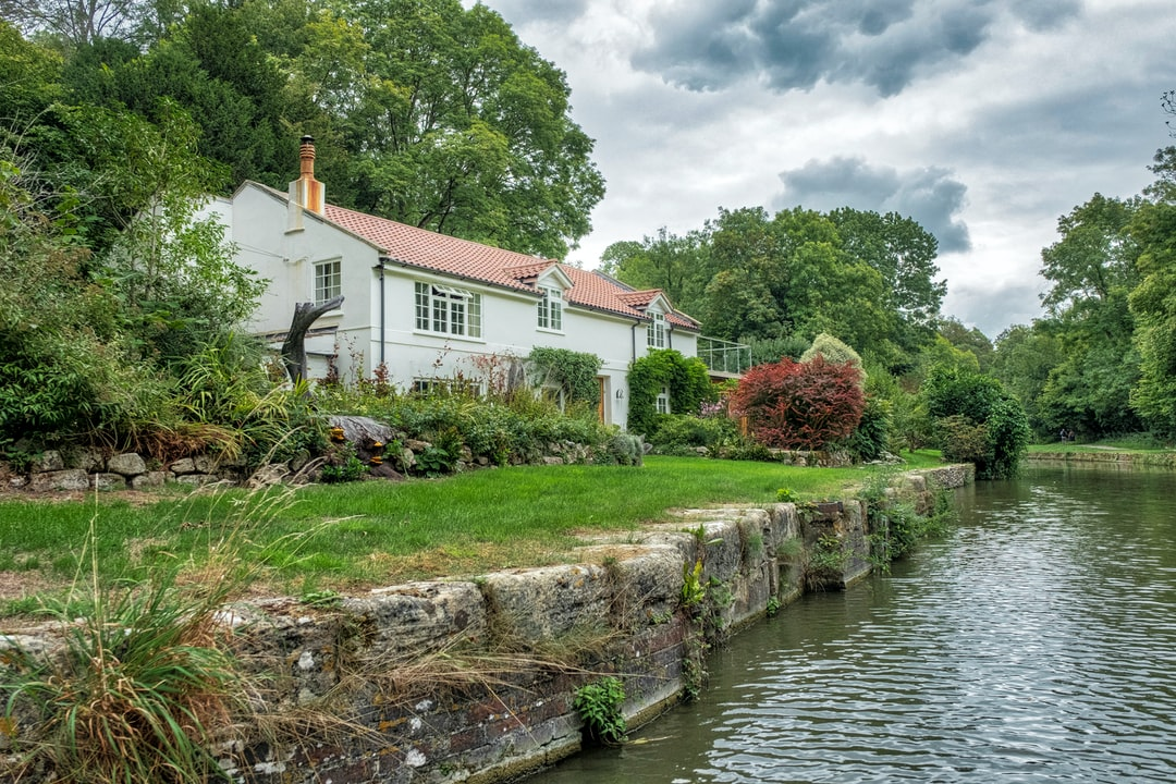 canal side living in wiltshire uk