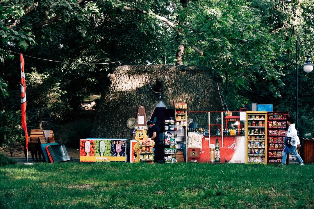 A snack spot in Cismigiu Park (Gardens), on a Saturday evening.