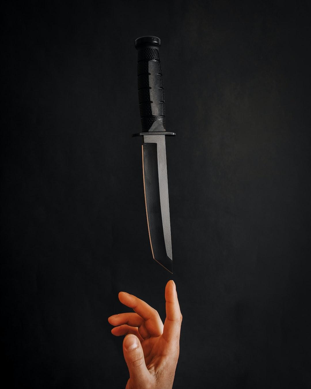 Flying knife
