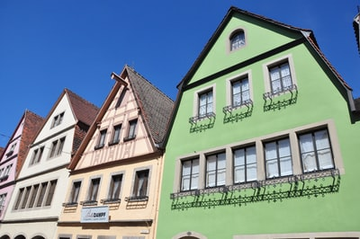 Walk around the town Rothenburg with colorful buildings #germany #deutschland #bavaria