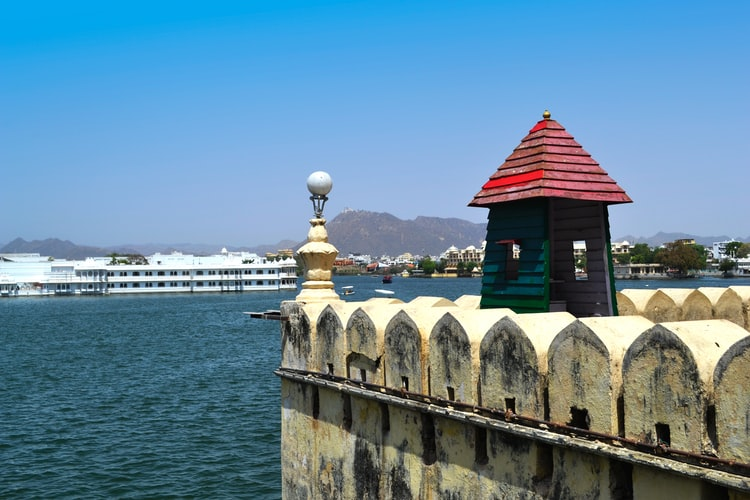 Visit Lake Pichola in Udaipur during your Rajasthan Family package