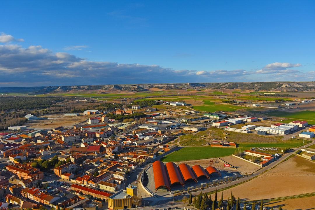 Vistas de Peñafiel desde su castillo. Bodega de Protos.