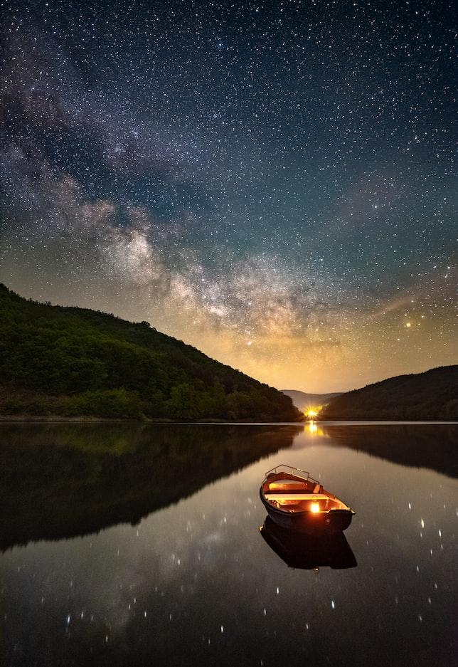 Звёздное небо и космос в картинках - Страница 9 Photo-1589879183601-8ff3572a4e5b?ixlib=rb-1.2