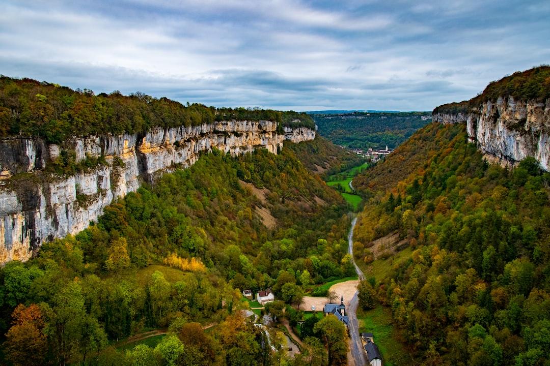 La reculée extraordinaire de Baume-les-Messieurs - Jura, France Autumn 2019