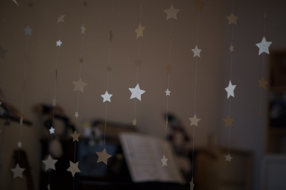 white and pink star print wall