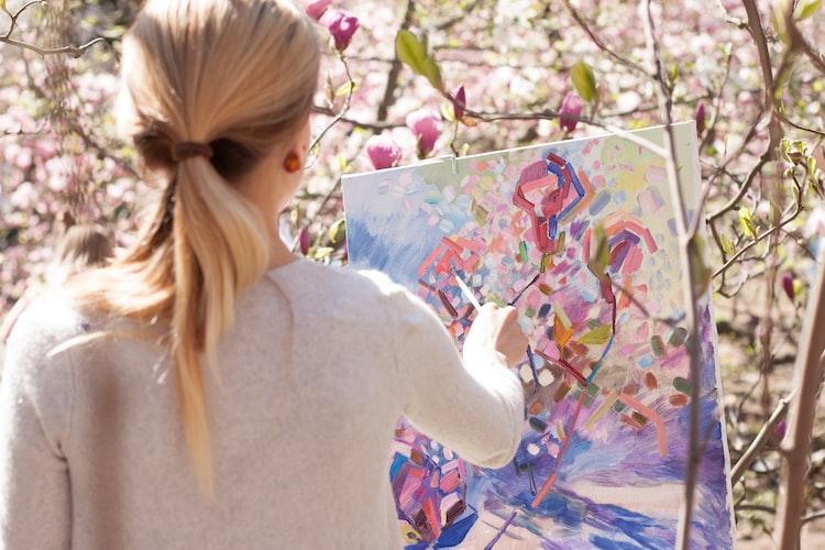 Painter in a botanical garden
