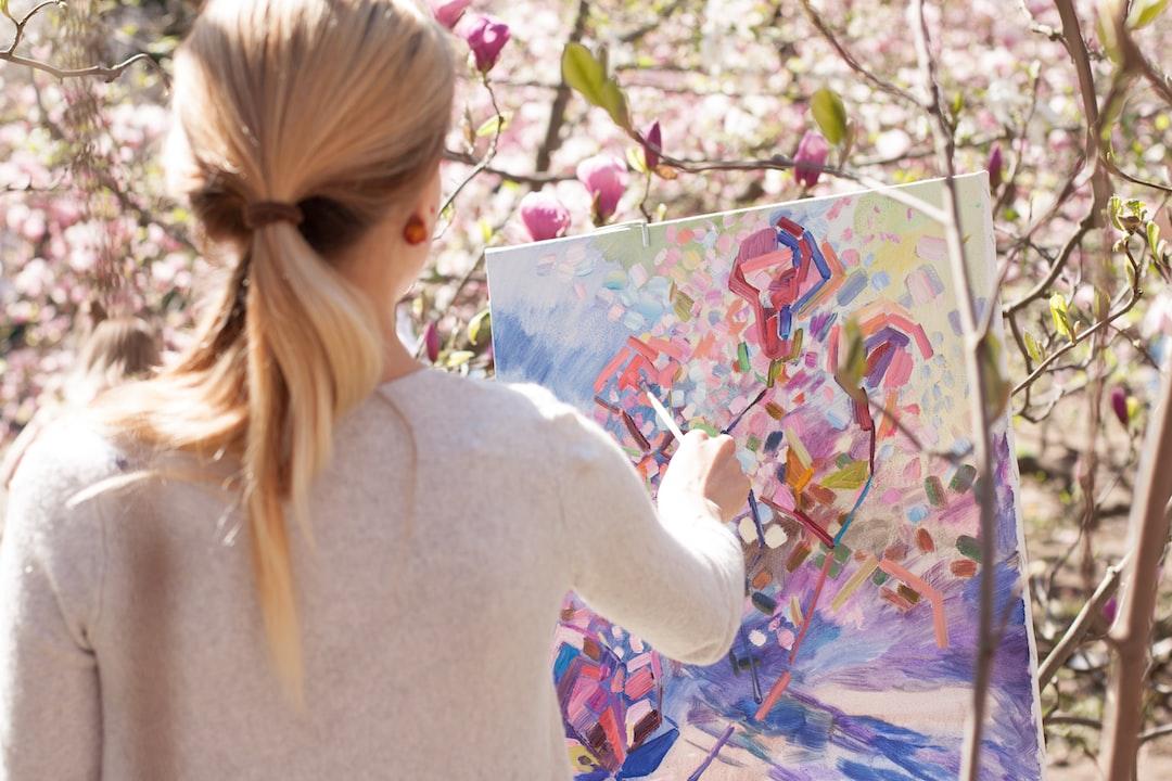 Painter in the botanical garden. Magnolia