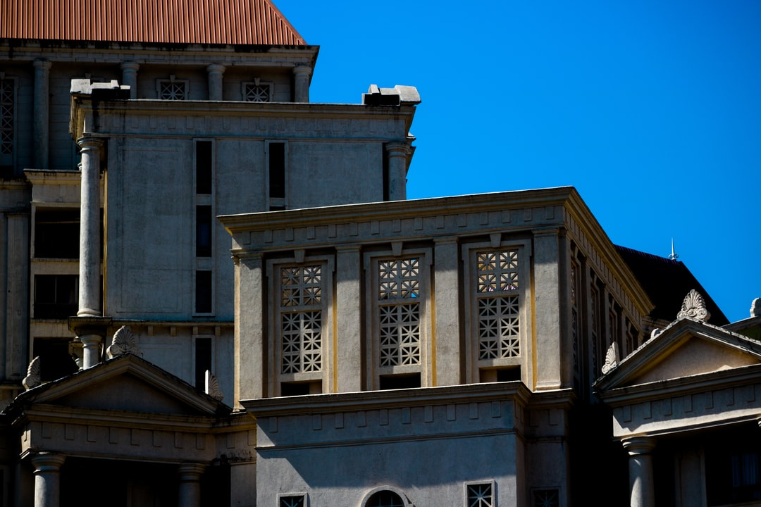 Marvellous Hiranandani building top inspired from Greek-Roman architecture.