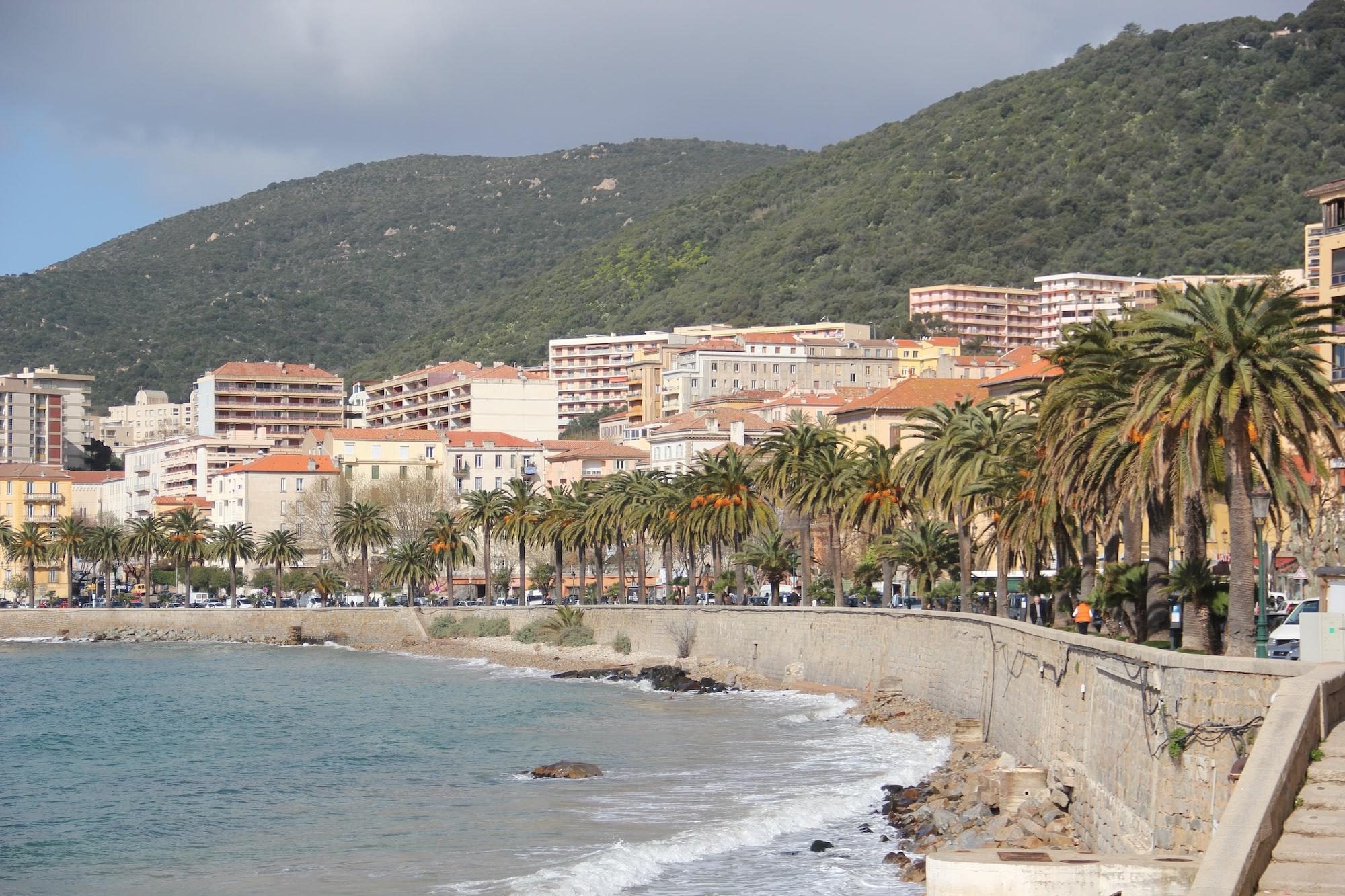 Front de mer d'Ajaccio en Corse