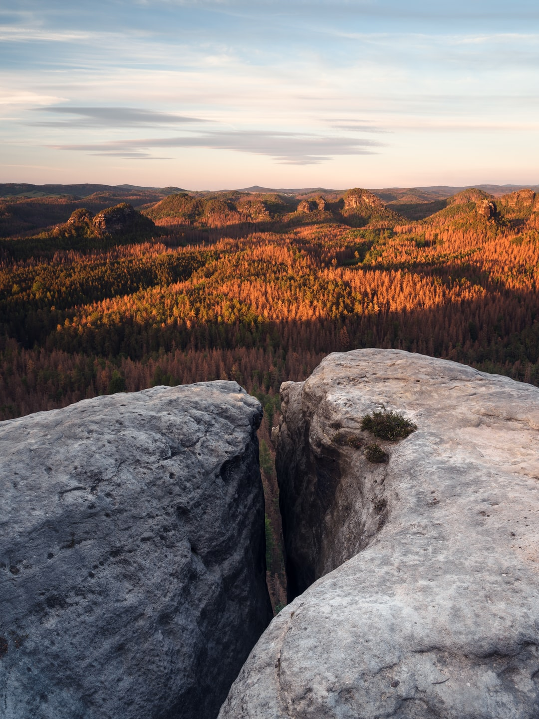 Saxonian Switzerland during the Golden Hour, captured from the viewpoint of Kleiner Winterberg. May 2020. Visit my website: nilsleonhardt.com
