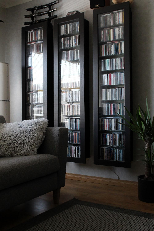 gray sofa chair near window
