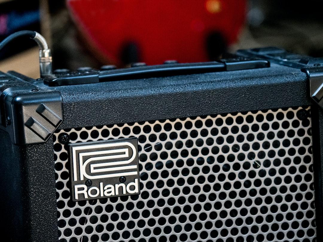 close up, bokeh, macro, blur, blurred background, close focus, roland, guitar amplifier, speaker, phono, guitar lead,