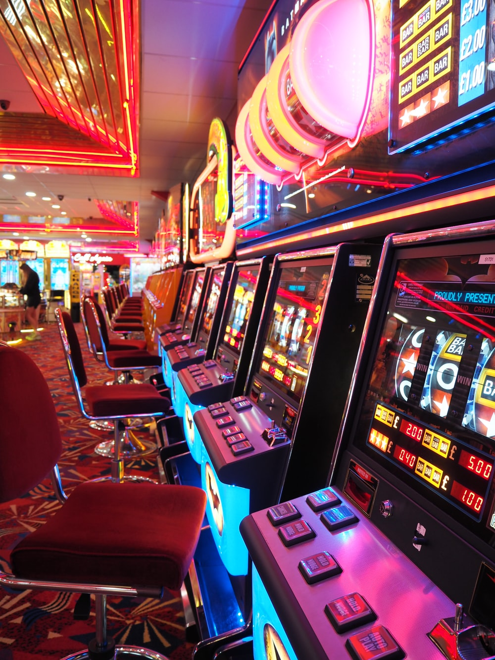 arcade machine with red and white chairs