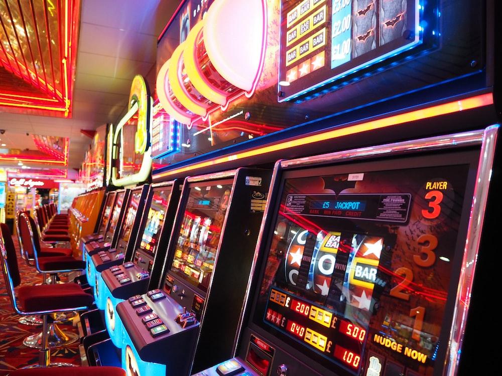 black and red arcade machine