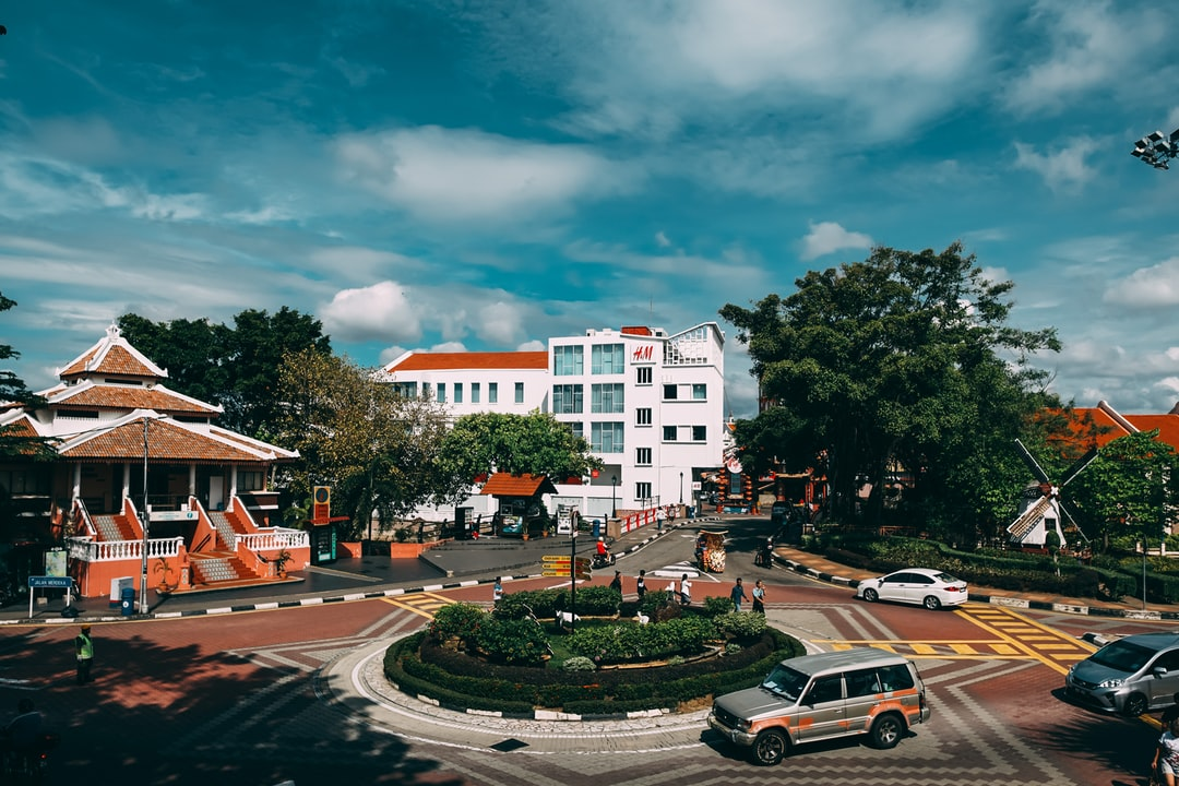 Roundabout at Bandar Hilir, Malacca with H&M building at the background.