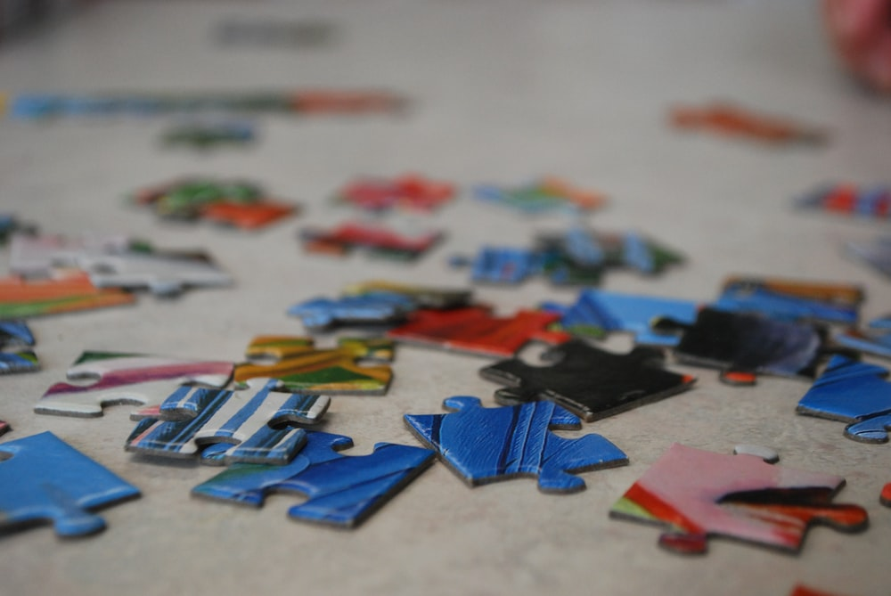 blue and red puzzle pieces