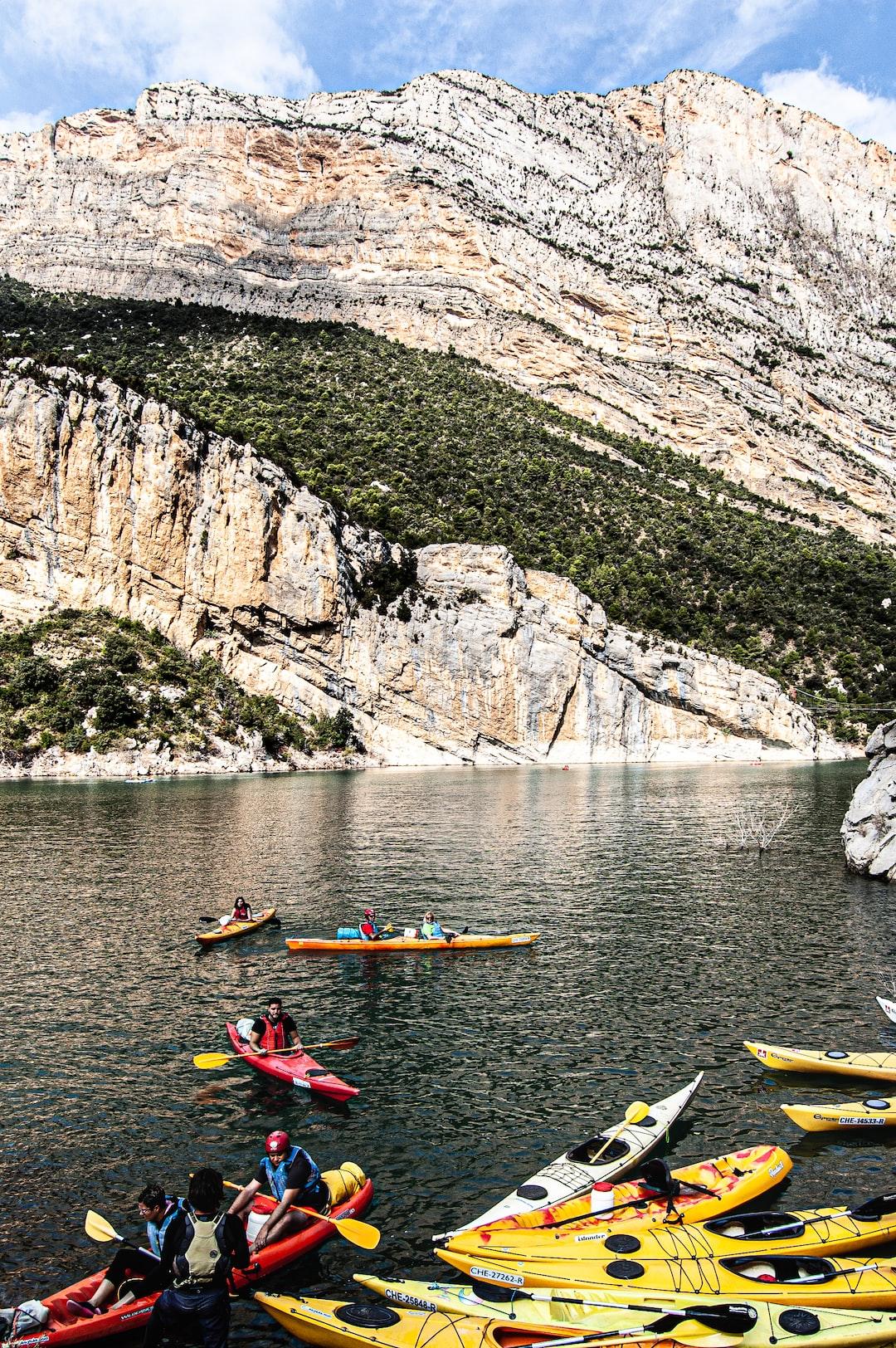 Kayaking along Mont Rebei's gorge