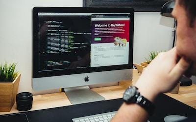 Desenvolver soluções digitais, webdesign, tecnologia online e planejamento