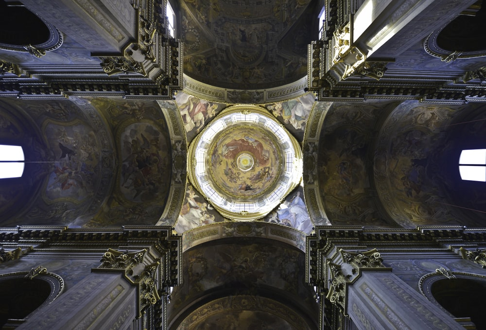 gold and white ceiling dome