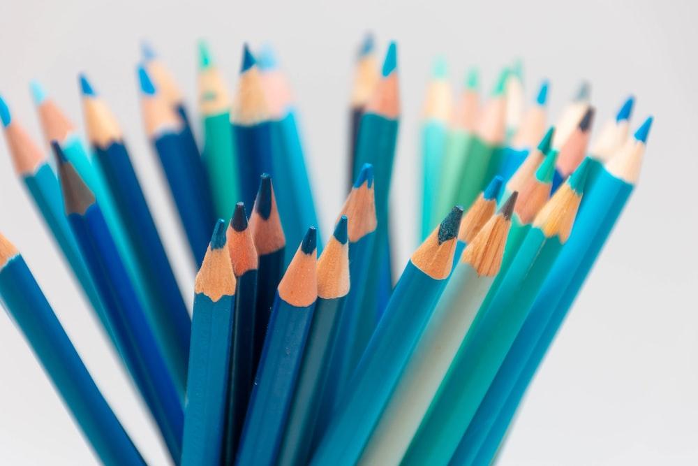blue green and black color pencils