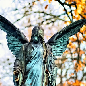 angel statue in selective focus photography
