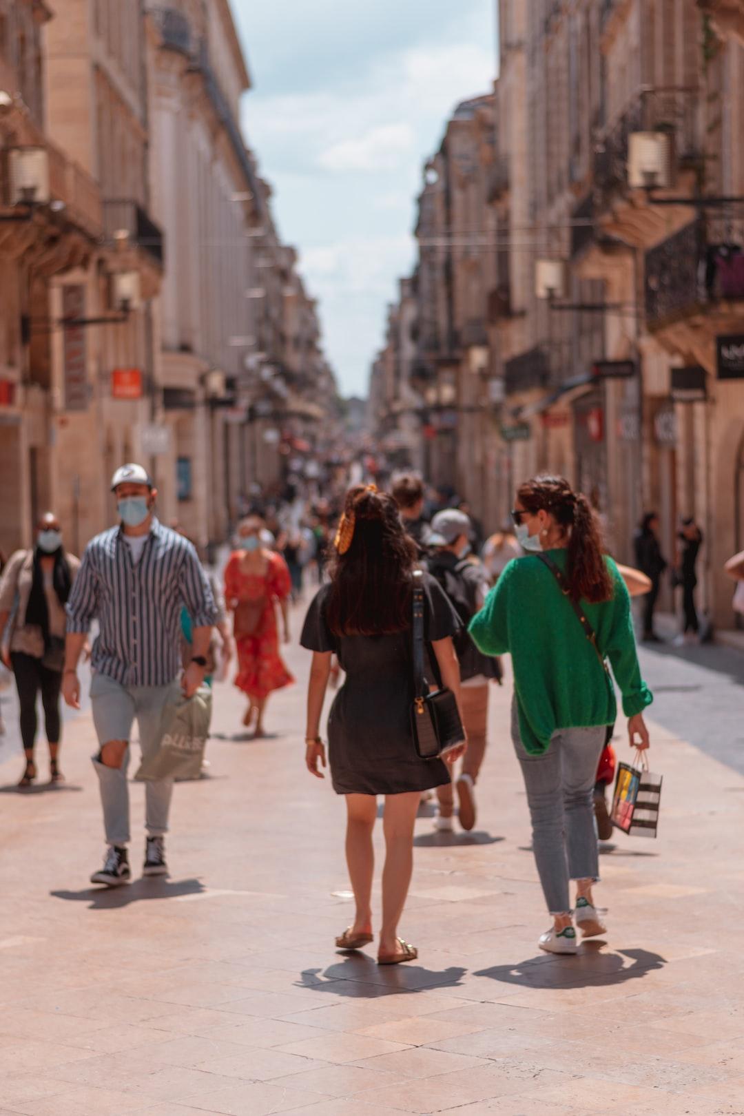 Même en période de dé-confinement, la Rue Sainte Catherine reste hautement fréquentée.
