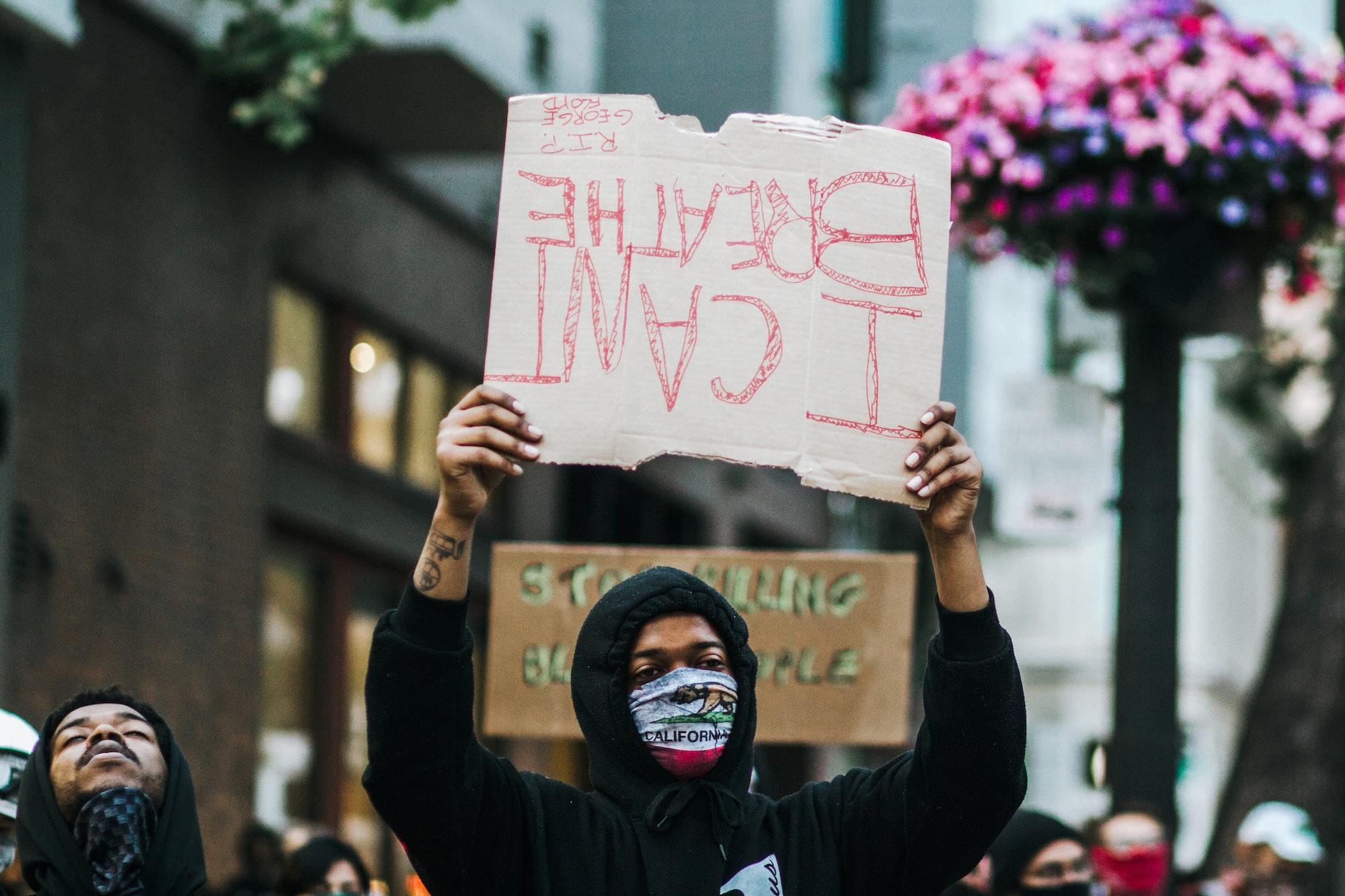 Os protestos do grupo Black Lives Matter tomaram proporções e relevância nunca vistas, especialmente após a morte de George Floyd, este ano.
