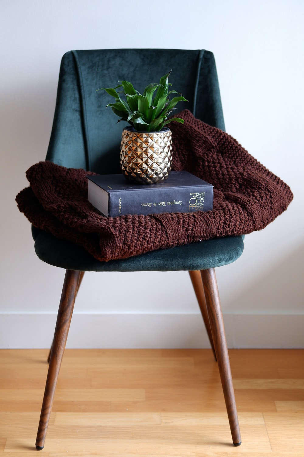 pineapple on black and gray chair