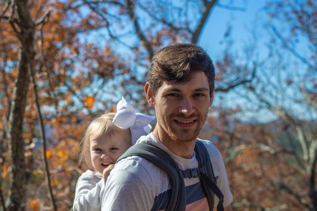 J climbing Pinnacle Mountain with A in tow. Shot with ♥ on a Canon EOS 6D II & a Carl Zeiss Planar 58mm.