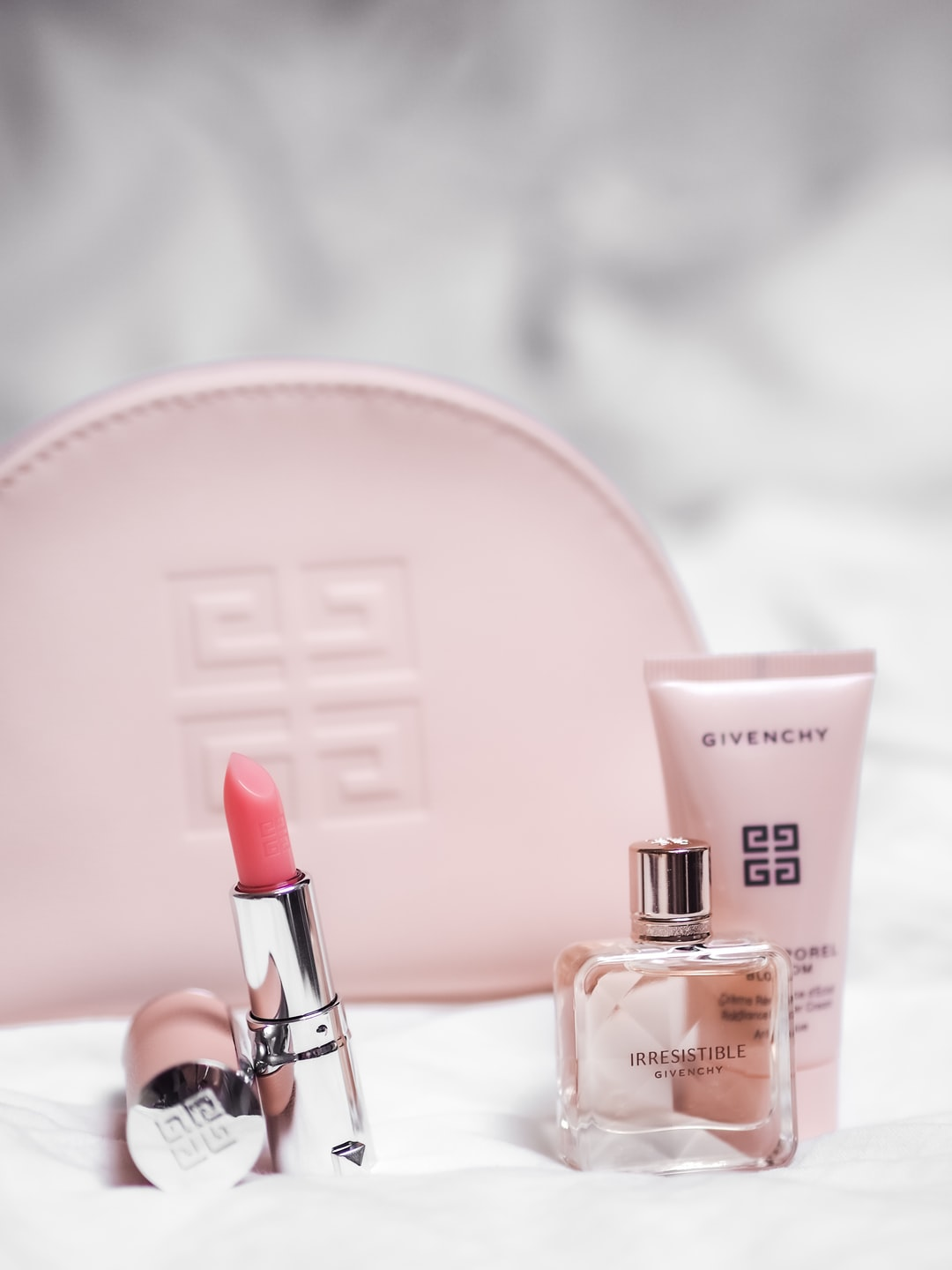 #IrresistibleIsYou by @Givenchy @GivenchyBeauty. 💗  Irresistible Perfume, Lipstick and Pouch with logo. Photo by Laura Chouette ©FreeUse2020 (Thanks to MarionnaudAustria)