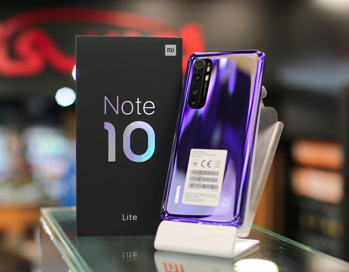 black iphone 7 plus box