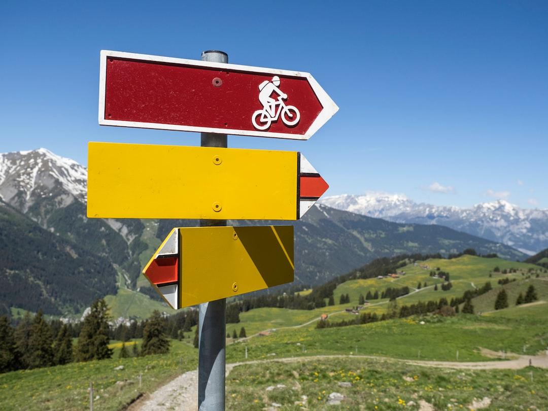 Ziellos. Wegweiser ohne Zielort. Aimless. Signpost without destination.