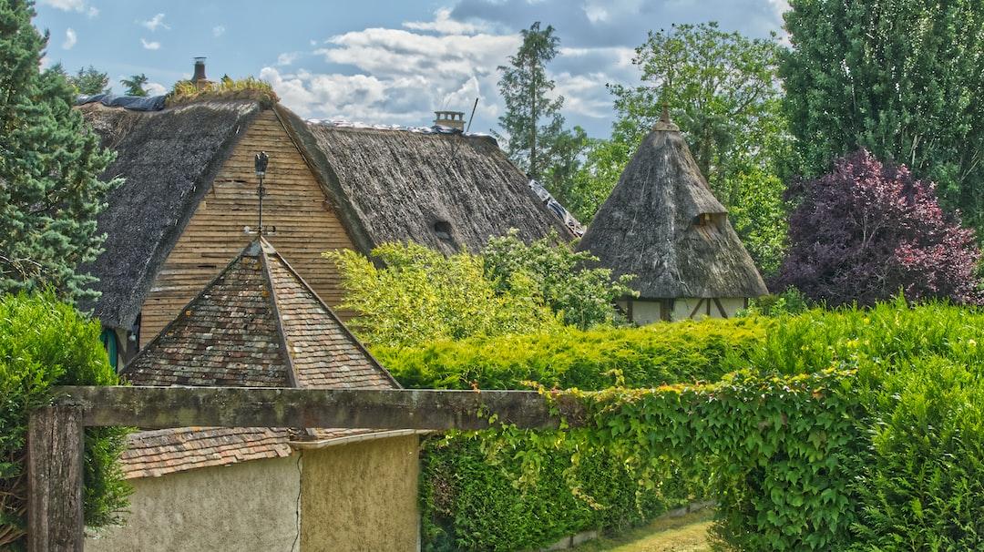 Chaumière Normande avec un magnifique toit de chaume.