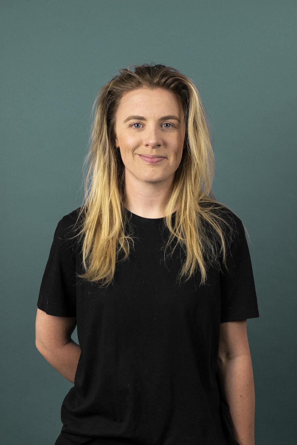 woman in black v neck t-shirt