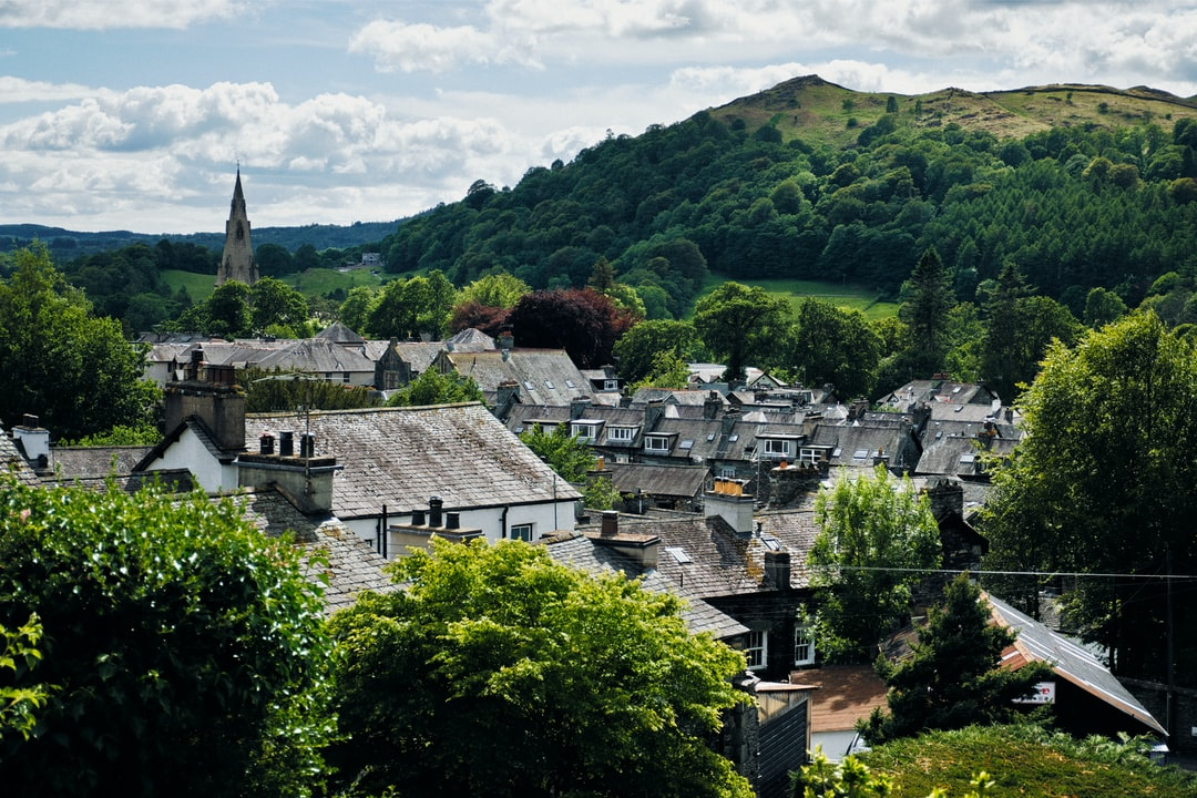 We soon started gaining height once we hiked up Kirkstone Road and then onto Sweden Bridge Lane. Ambleside enjoys being surrounded on most sides by fells; in this particular scene, the fell in question is Loughrigg Fell (335 m/1,099 ft).