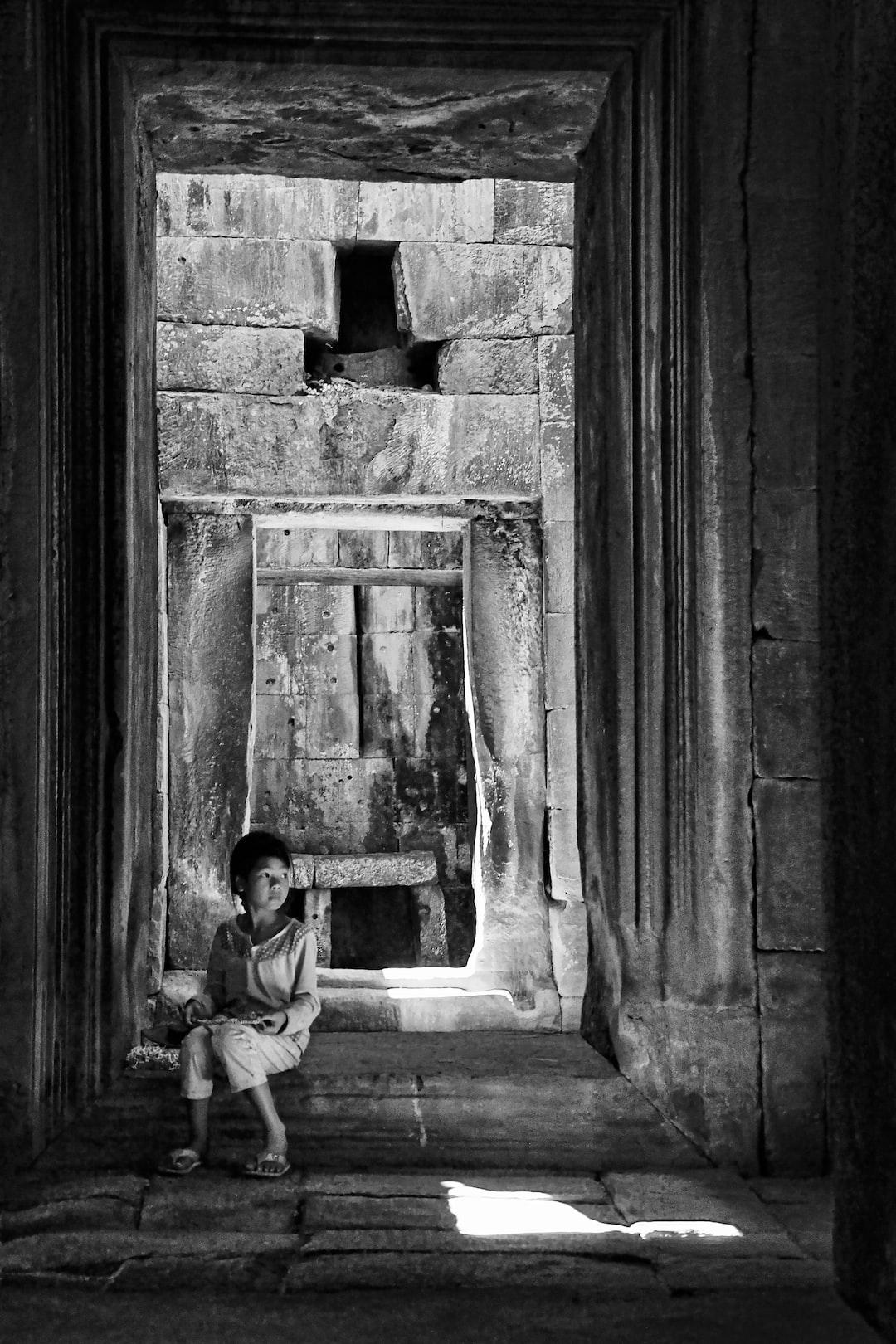 Cambojaninha ou Temple girl. Terrace of the Elephants, Siem Reap, Cambodja 02 de janeiro de 2017  Foto: Leonardo Sá https://www.instagram.com/leosoueu