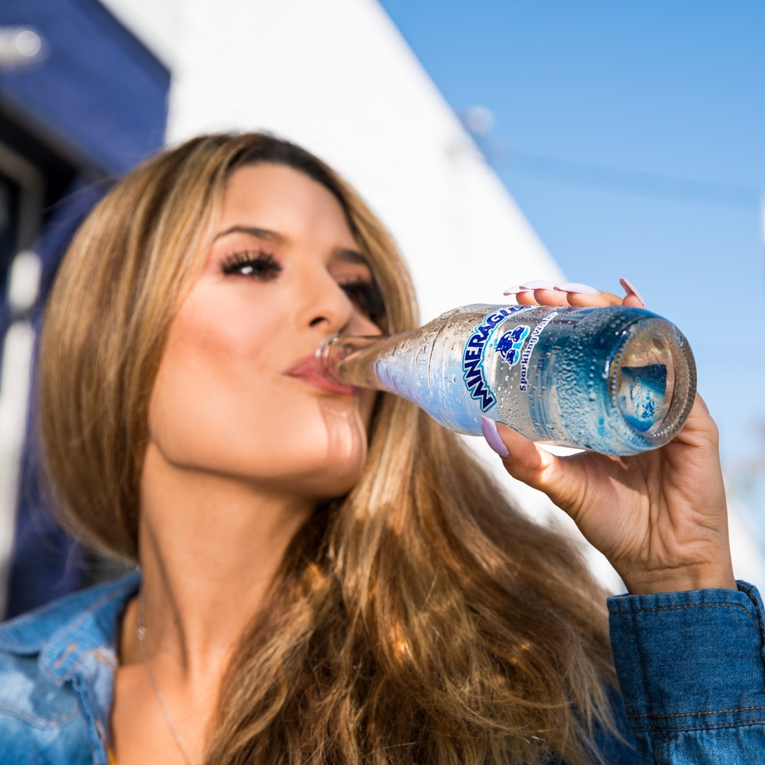 Mineragua Sparkling water being enjoyed by woman