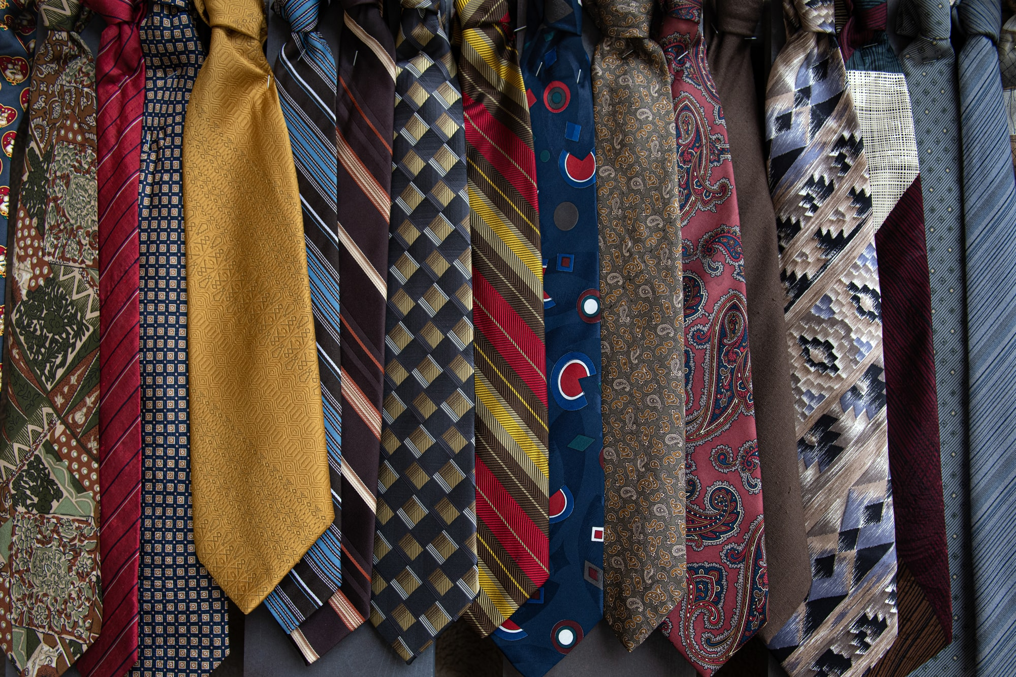 証券会社へ付けていくネクタイはイギリス式で