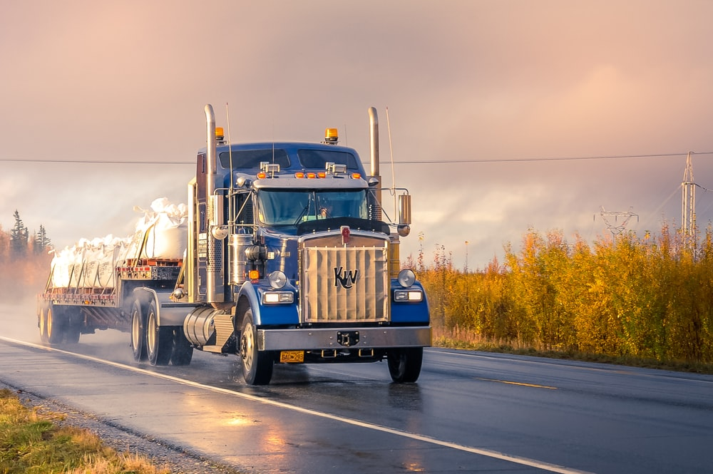100 Truck Pictures Download Free Images On Unsplash