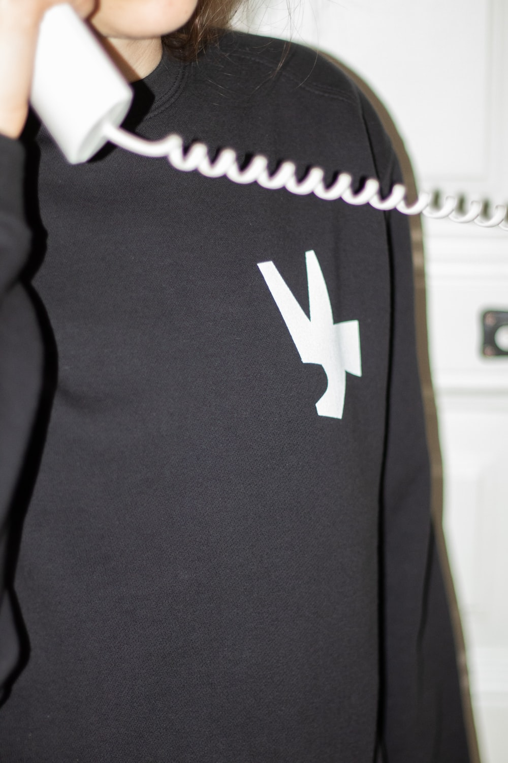 black and white under armour shirt