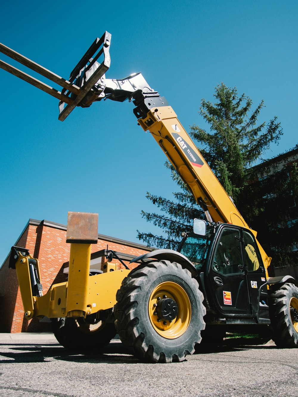 yellow and black heavy equipment